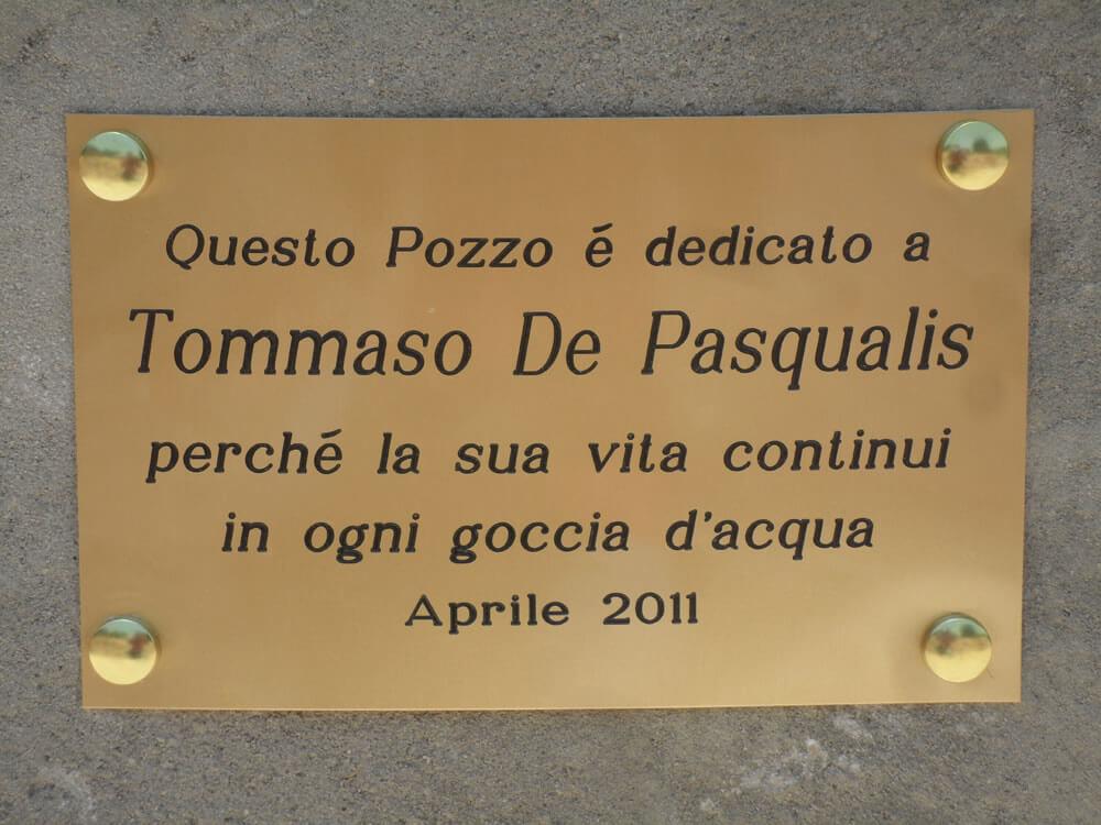 Donazione in memoria - Pozzo con targa per Tommaso De Pasqualis