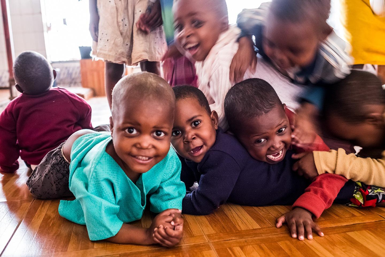 bambini kemba giocano