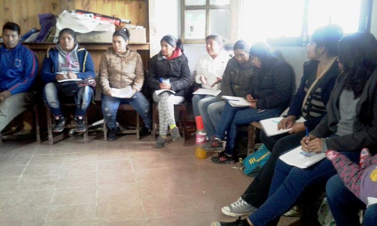Studenti della comunità Qom a lezione,