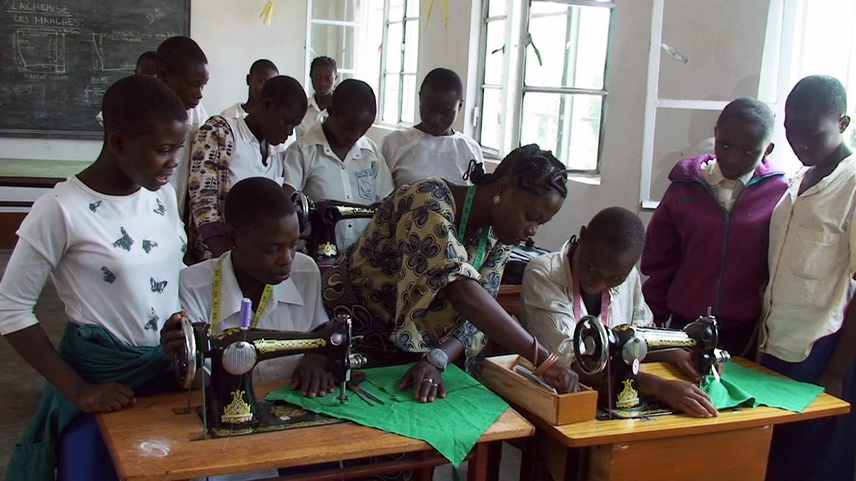 FdS - Bukavu, donne con macchina da cucire
